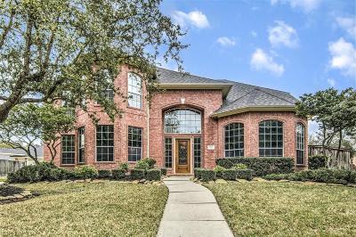Spring Single Family Home For Sale: 1202 Oakmere Lake Court