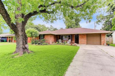 Oak Forest Single Family Home For Sale: 2319 Chantilly Lane