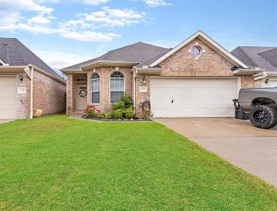 Single Family Home For Sale: 17806 South White Tail Ct