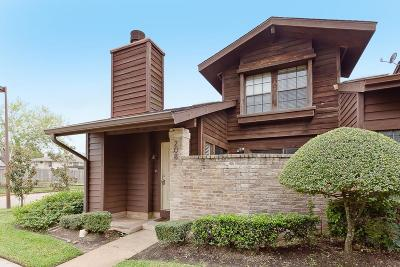 Sugar Land Condo/Townhouse For Sale: 2611 Grants Lake Boulevard #208