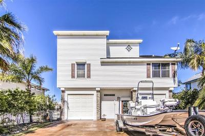 Tiki Island Single Family Home For Sale: 1318 Hawaii Drive