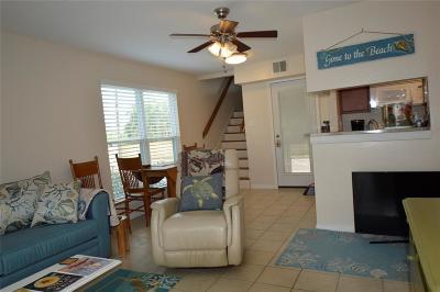 Galveston Condo/Townhouse For Sale: 3506 Cove View Boulevard #1001