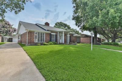 Single Family Home For Sale: 18223 Nassau Bay Drive