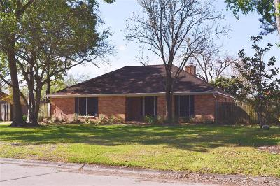 Friendswood Single Family Home For Sale: 149 Cherry Tree Lane