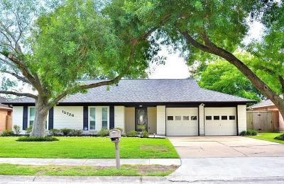 Friendswood Single Family Home For Sale: 15726 Blackhawk Boulevard