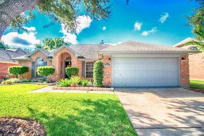 Pearland Single Family Home For Sale: 4526 Russett Place N