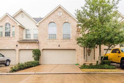 Houston Condo/Townhouse For Sale: 7515 S Linpar Court