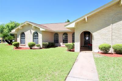 Pasadena Single Family Home For Sale: 3901 Chile Drive