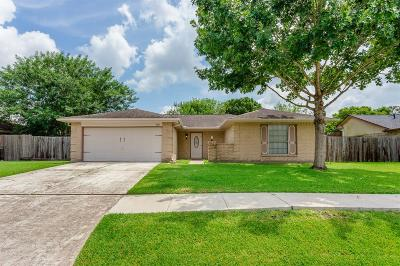 Pearland Single Family Home For Sale: 1011 Kensington Drive