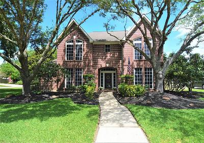 Friendswood Single Family Home For Sale: 108 Lakeview Circle