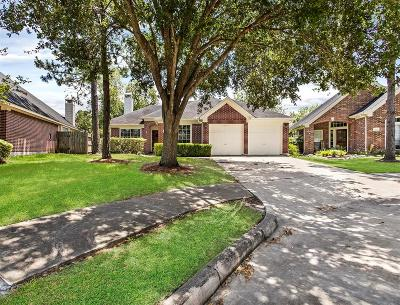 Pearland Single Family Home Option Pending: 3510 Paigewood Drive