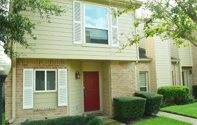 Condo/Townhouse For Sale: 922 Memorial Village Drive