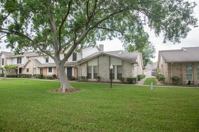 Missouri City Condo/Townhouse For Sale: 18 Pinehurst Lane