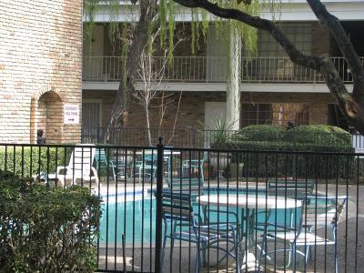 Houston Condo/Townhouse For Sale: 2201 Fountain View Drive #67F