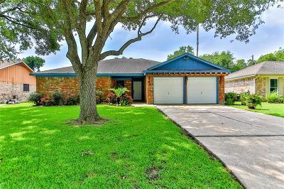 Seabrook Single Family Home For Sale: 1221 N Heron Drive