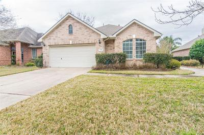 Pearland Single Family Home For Sale: 2315 N Lago Vista Drive