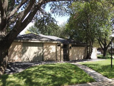 Galveston County, Harris County Single Family Home For Sale: 10355 Chevy Chase Drive