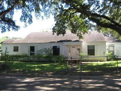 Liberty Single Family Home For Sale: 718 Austin Street