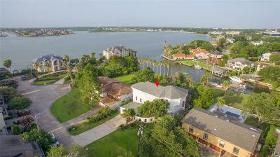 Houston Single Family Home For Sale: 146 Sandy Cove