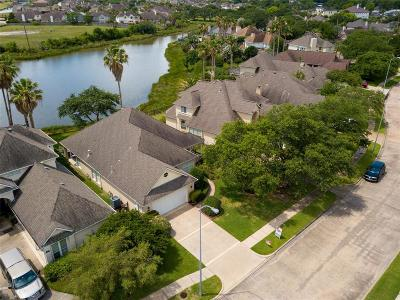 Kemah Single Family Home For Sale: 208 Lago Vista Street