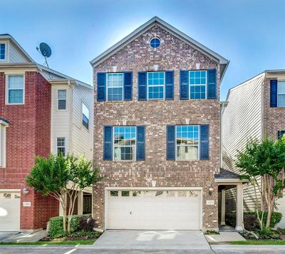 Houston Single Family Home For Sale: 2615 Enclave At Shady Acres Court