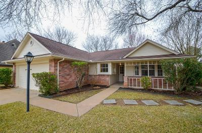 Sugar Land Single Family Home For Sale: 2710 Whispering Court