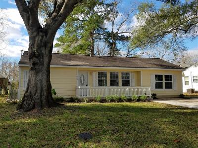 Sweeny Single Family Home For Sale: 1009 Mac Drive