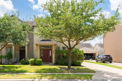 Houston Condo/Townhouse For Sale: 16715 Pine Castle Drive