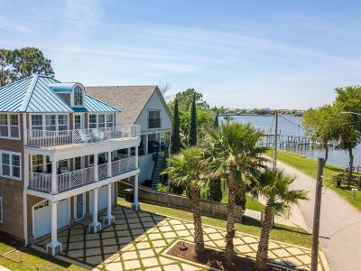 Clear Lake Shores Single Family Home For Sale: 1111 N Shore Drive