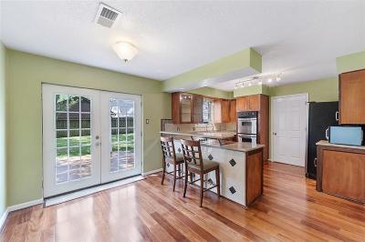 Houston Single Family Home For Sale: 8203 Fernbrook Lane