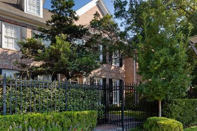 Houston Condo/Townhouse For Sale: 5154 Chevy Chase Drive