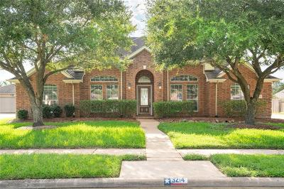 Pearland Single Family Home For Sale: 3214 Autumn Court