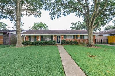 League City Single Family Home For Sale: 2223 Bayou Drive