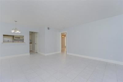 Galveston Condo/Townhouse For Sale: 215 Postoffice Street #903