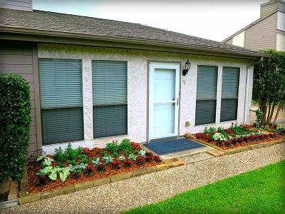 Friendswood Condo/Townhouse For Sale: 60 Hideaway Drive