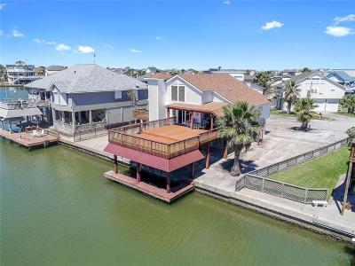 Tiki Island Single Family Home For Sale: 1711 W Castaway Street
