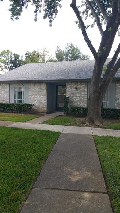 Friendswood Condo/Townhouse For Sale: 3790 Laura Leigh Drive