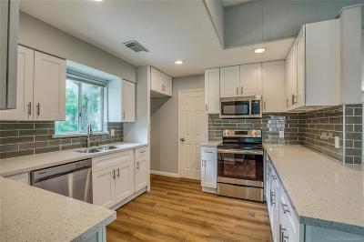 Single Family Home For Sale: 18318 Carriage Lane