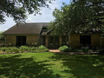 Friendswood Single Family Home For Sale: 2304 Butler Drive