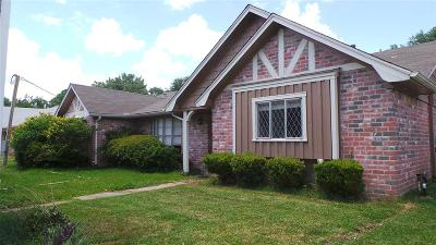Dickinson Single Family Home For Sale: 4909 Live Oak Drive