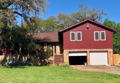 Lake Jackson Single Family Home For Sale: 411 Tamarind Street