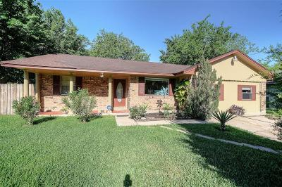 Pasadena Single Family Home For Sale: 2506 Blueberry Lane