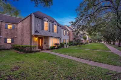 Houston Condo/Townhouse For Sale: 13198 Trail Hollow Drive