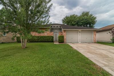 Friendswood Single Family Home For Sale: 2138 Pilgrims Point Drive