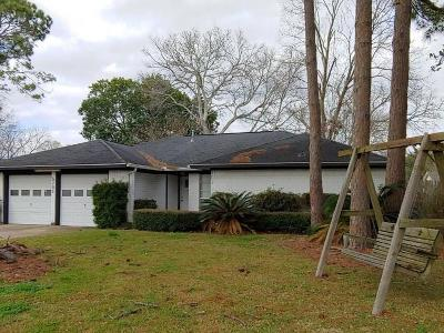 Pearland Single Family Home Pending: 5701 Woodville Lane
