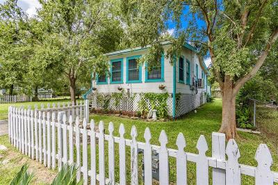 Clear Lake Shores Single Family Home For Sale: 902 Hawthorne Road
