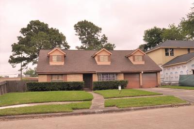 Houston Single Family Home For Sale: 5866 Braesheather Drive