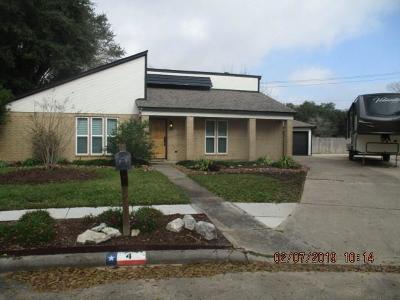 Angleton Single Family Home For Sale: 4 Hemlock Place