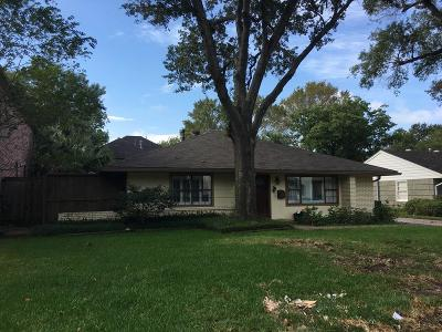 Bellaire Single Family Home For Sale: 4625 Cedar Oaks Lane