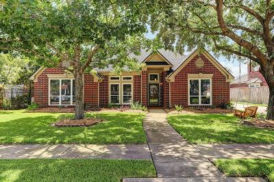 Pearland Single Family Home For Sale: 2129 Country Club Drive